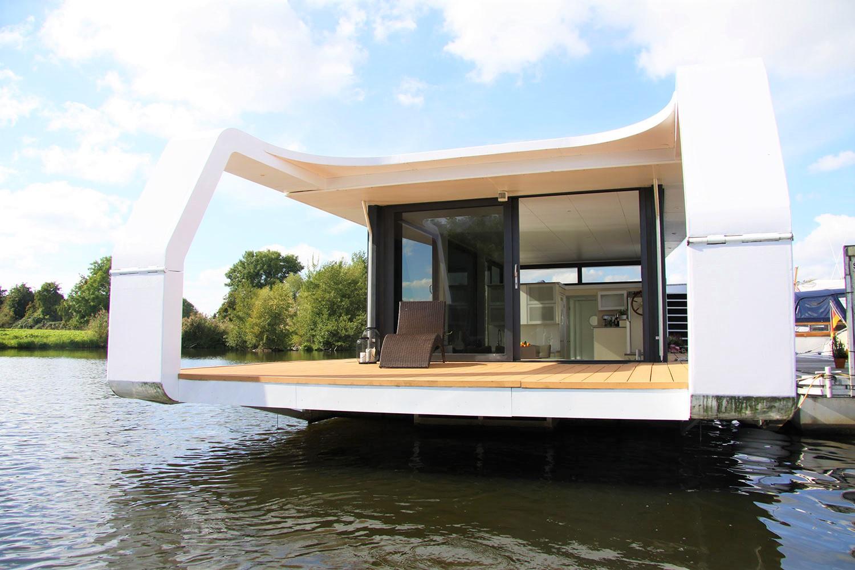 Wohnschiff an der Dove-Elbe